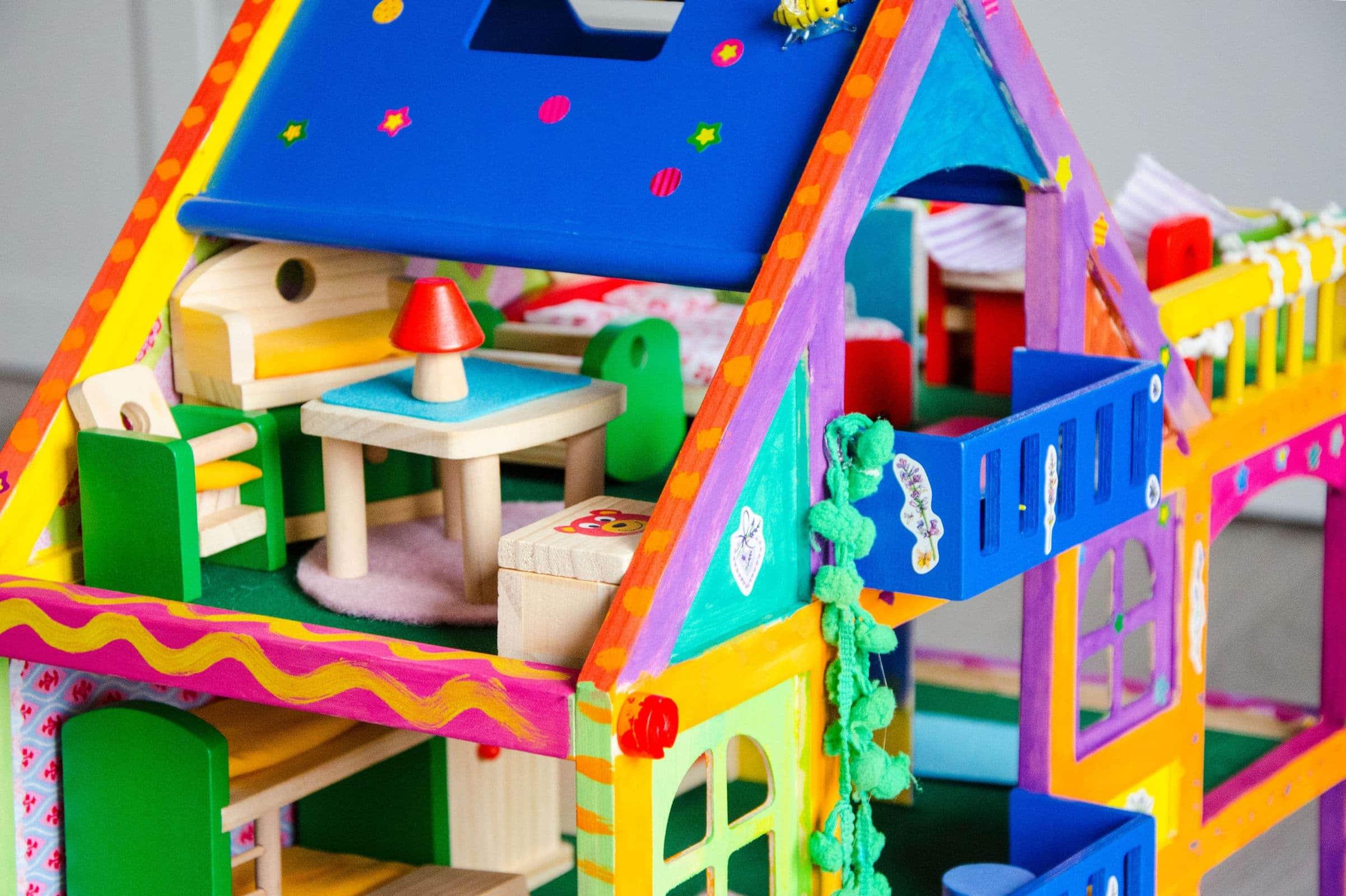 Unsere kleine villa kunterbunt do it yourself - Puppenhaus basteln ...