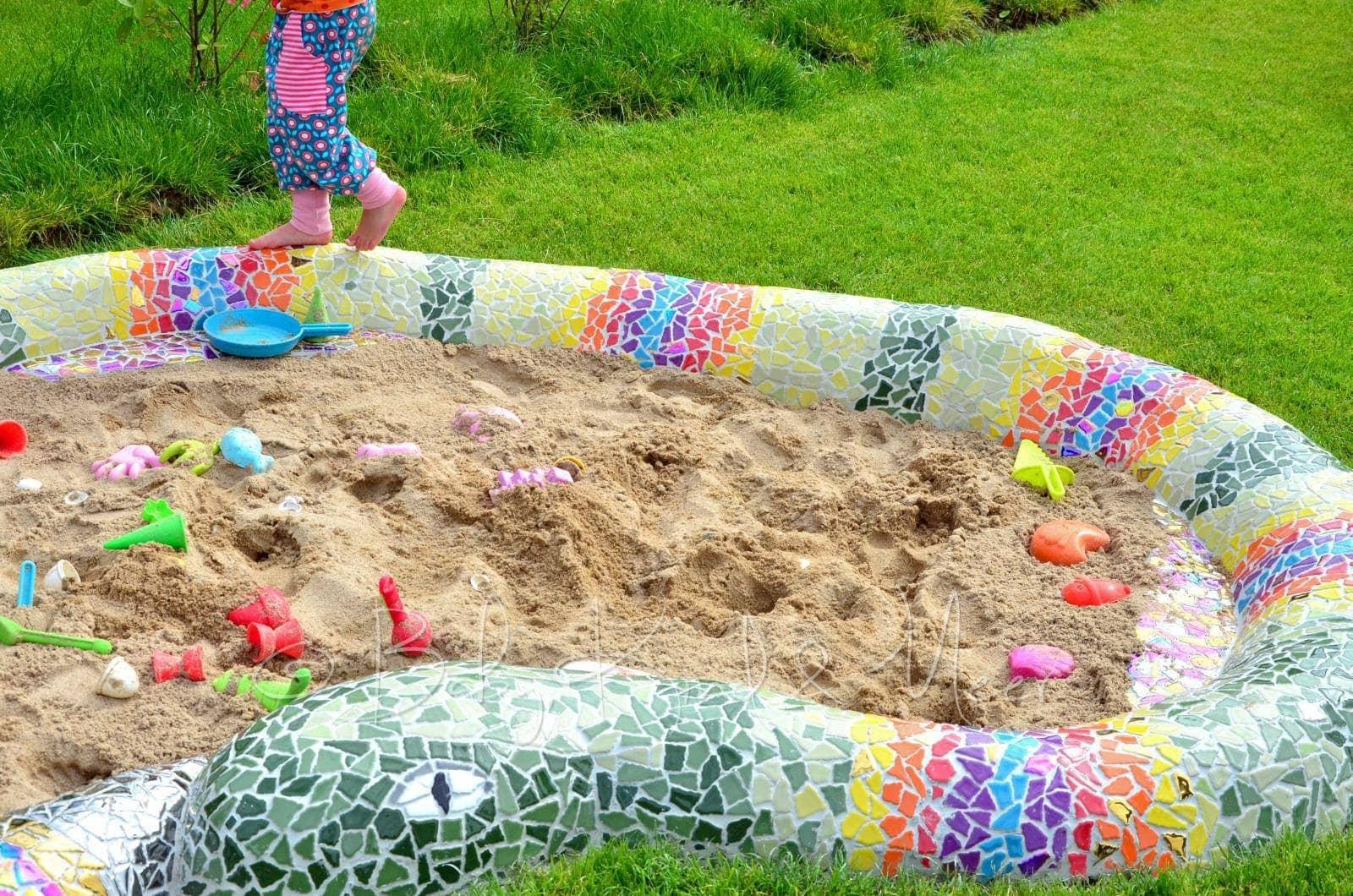 eine mosaik-schlange als sandkasten - hausbau & garten, diy
