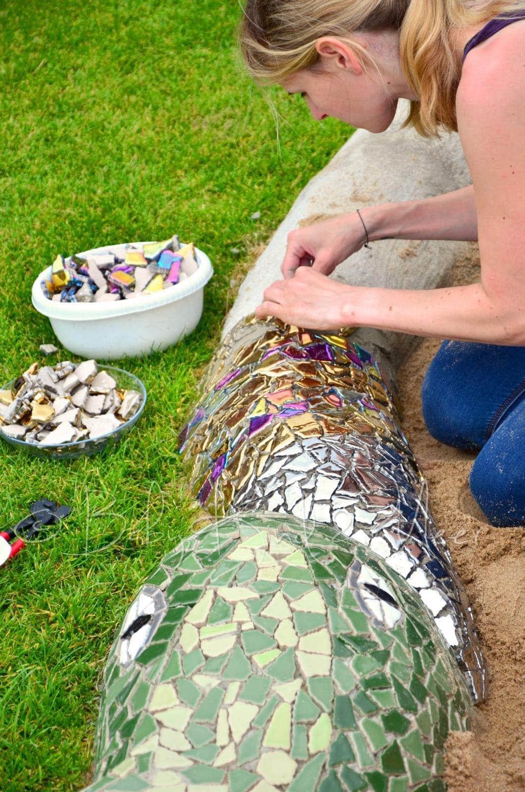 Eine mosaik schlange als sandkasten hausbau garten diy inspirationen baby kind und meer - Garten mosaik ...