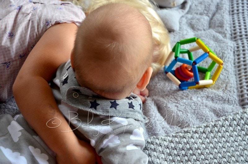 Kind Vom Klettergerüst Auf Bauch Gefallen : Spielplatz für kinder im garten gardomat