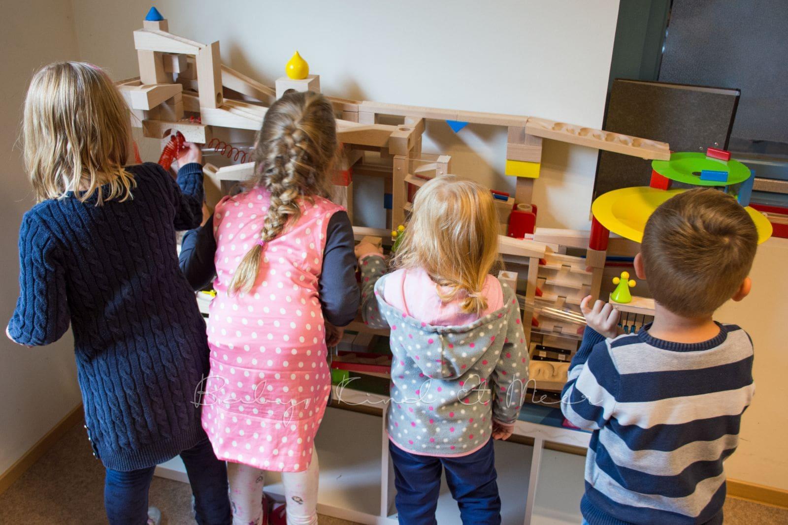 haba kugelbahn spieltisch 2 0 spielzeug do it yourself baby kind und meer. Black Bedroom Furniture Sets. Home Design Ideas
