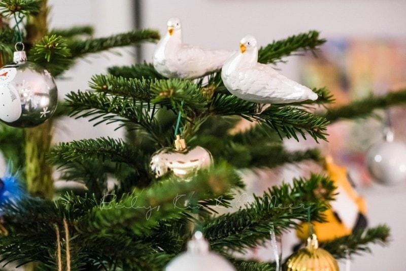 Weihnachtsbaum schmuecken 7