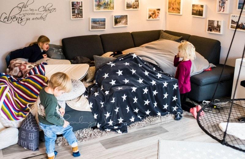 von der flaschenfee und dem spielplatz im wohnzimmer. Black Bedroom Furniture Sets. Home Design Ideas