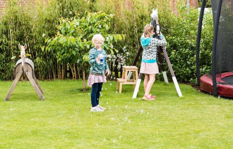 im Garten spielen 4