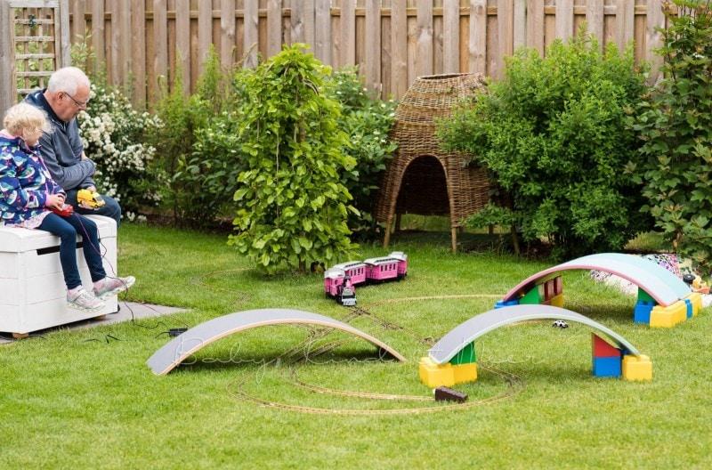 im Garten spielen 8