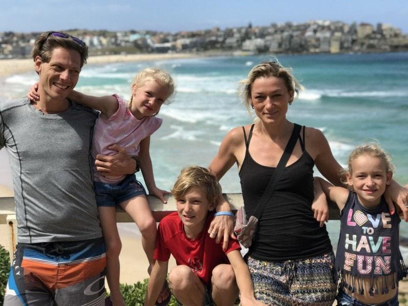 Familie auf Weltreise Australien Bondi Beach quer