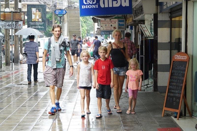 Familie auf Weltreise Bangkok