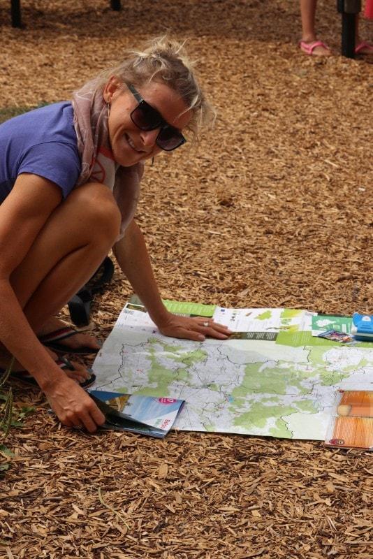 Familie auf Weltreise Katrin am Planen