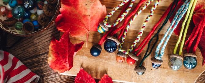 Herbst Bastelidee DIY Murmelketten aus Eicheln 12