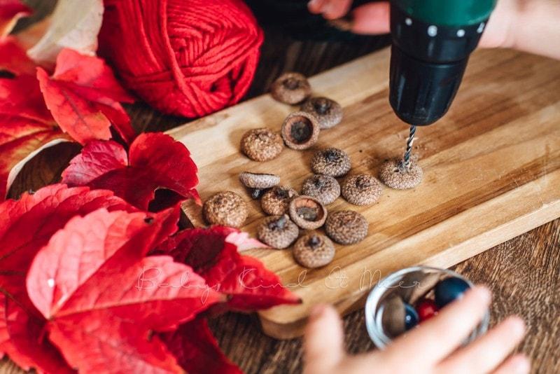 Herbst Bastelidee DIY Murmelketten aus Eicheln 2