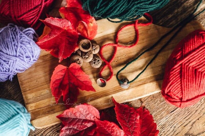 Herbst Bastelidee DIY Murmelketten aus Eicheln 5